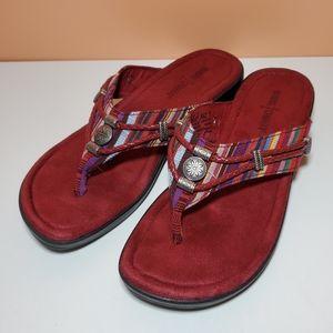 Minnetonka Raz size 7 thong sandals flip flops